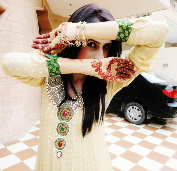 Simple And Easy Bridal Indian and Arabic Mehndi Design